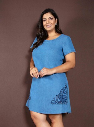 Vestido Jeans Plus Size Azul Claro Bordado